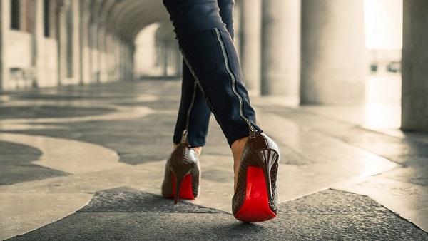 صورة اتيكيت المشي , لتكوني من سيدات المجتمع اتعلمي اتيكت المشي