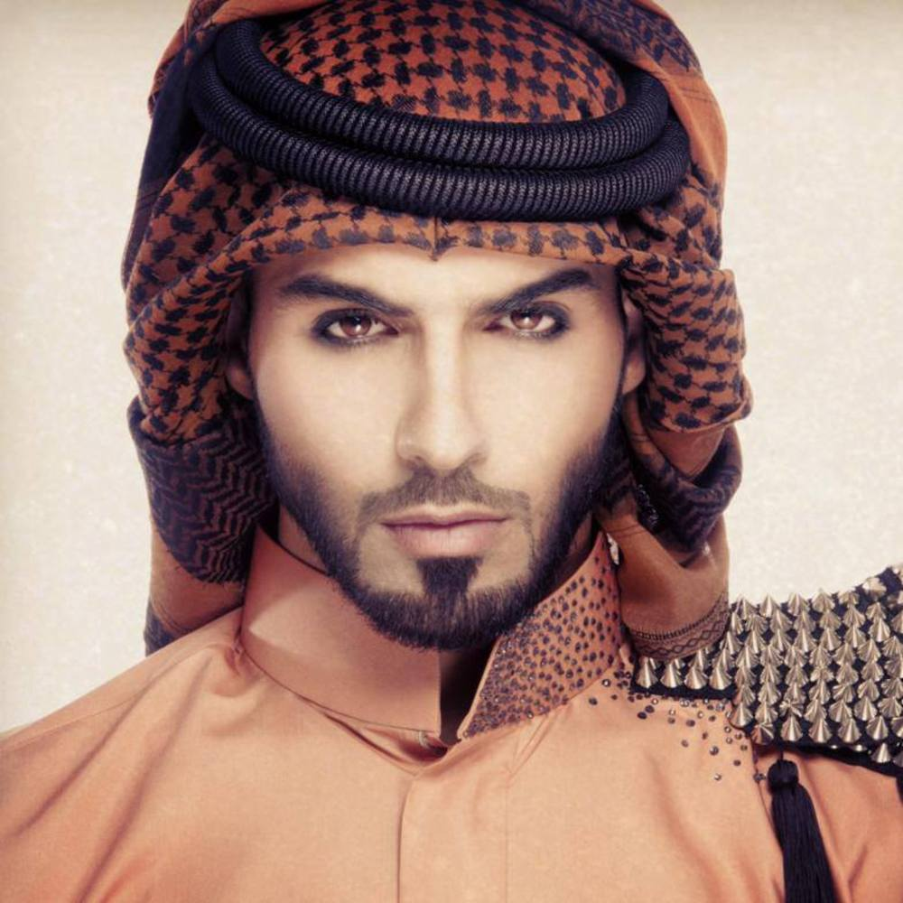 صور اجمل عيون رجال , لصقات ملونه غاية في الجمال