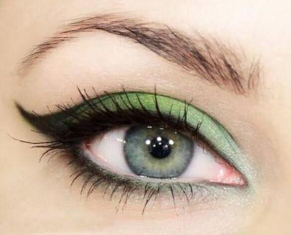 صورة مكياج عيون خفيف , طريقة وضع مكياج بسيط للعيون