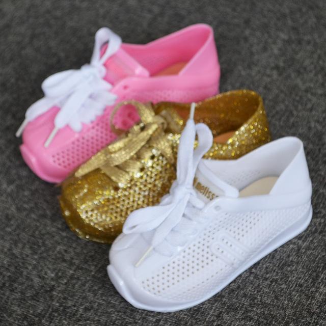 صورة احذية اطفال بنات , اشكال متنوعه من الاحذيه البناتي للاطفال