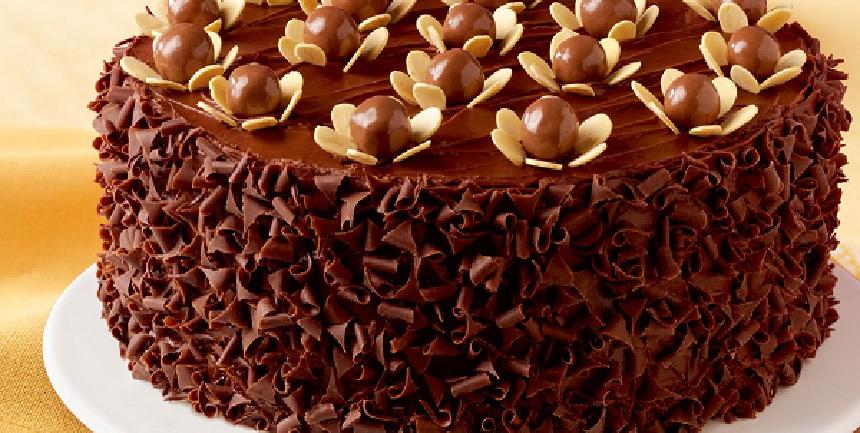 صورة طريقة تزيين كيكة الشوكولاته , طريقة لتزين التورتة بسهولة وبدون تكاليف