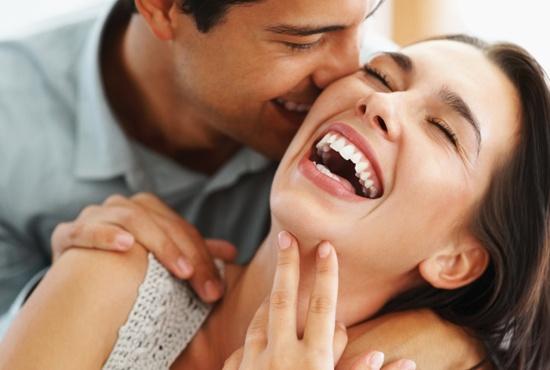 صورة كيف تجعل الفتاه تحبك , ازاي تتعامل مع بنت معجب بيها