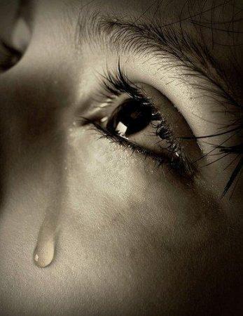 صورة صور دموع حزينه , عيون تبكي من الحزن